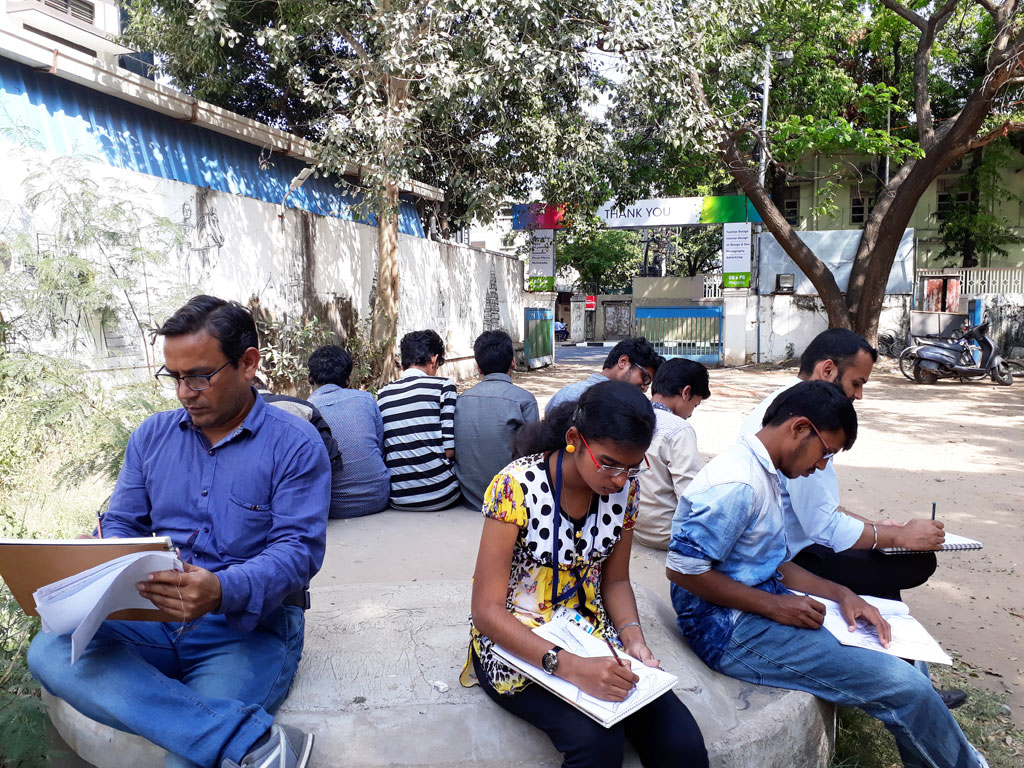 sketching class at icat college